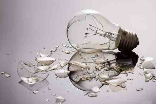 This inefficient bulb was so saddened by what he saw he threw himself off a curtain pelmet.